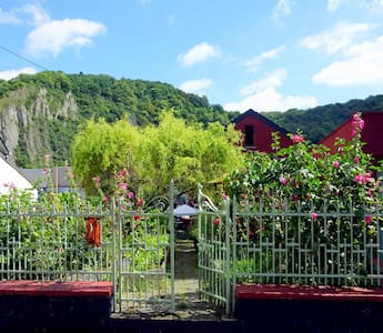 """""""THE GARDEN ROOM"""" in DINANT - Dinant - 一軒家"""