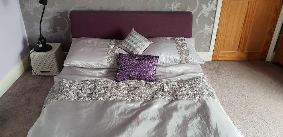 Purple Lizard Room