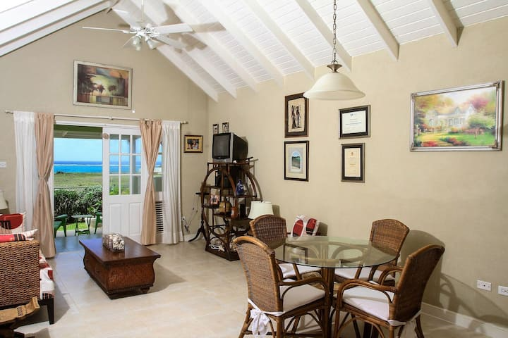 The Gem is located a few minutes walk to the beautiful Bottom Bay Beach
