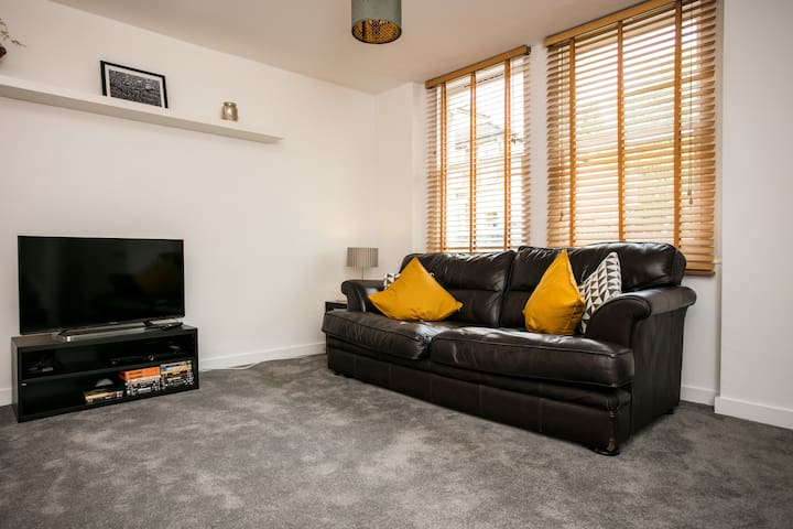 Modern 2 Bed House in Hackney by Victoria Park!