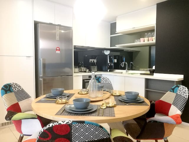 Lifestyle Suite   Dining Area & Kitchen