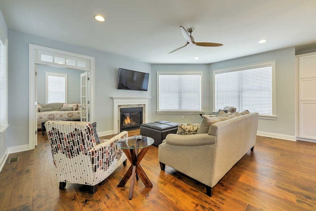 The stylish living room features a flat-screen cable TV and gas fireplace.