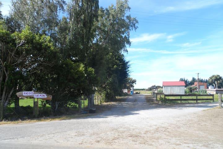 Farm Stay (SENSITIVE CONTENTS HIDDEN) Room/Ensuite - Collingwood