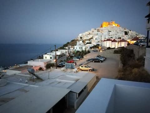 Θέαστρον-Theastron  House with great view in Chora