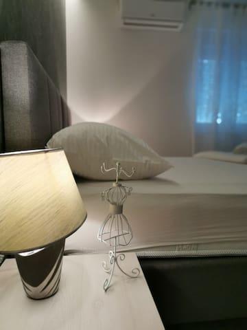 Bedroom #2 with Queen bed 180x200