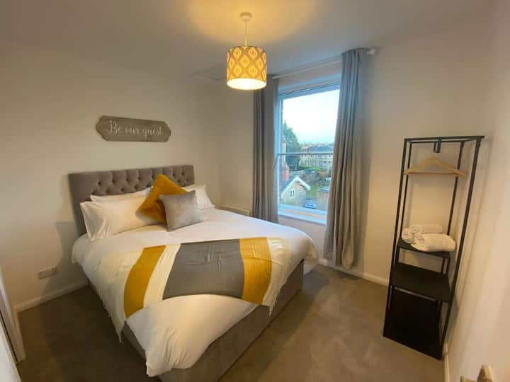 Newly Decorated 1 Bed Alma Vale Apartments