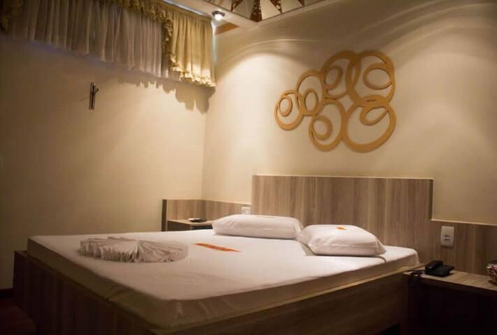 QUARTO COM SERVIÇOS DE HOTEL PARA 2 PESSOAS COM PADRÃO DE QUALIDADE MOSTEL A 17 MIN DO CENTRO DE VALINHOS