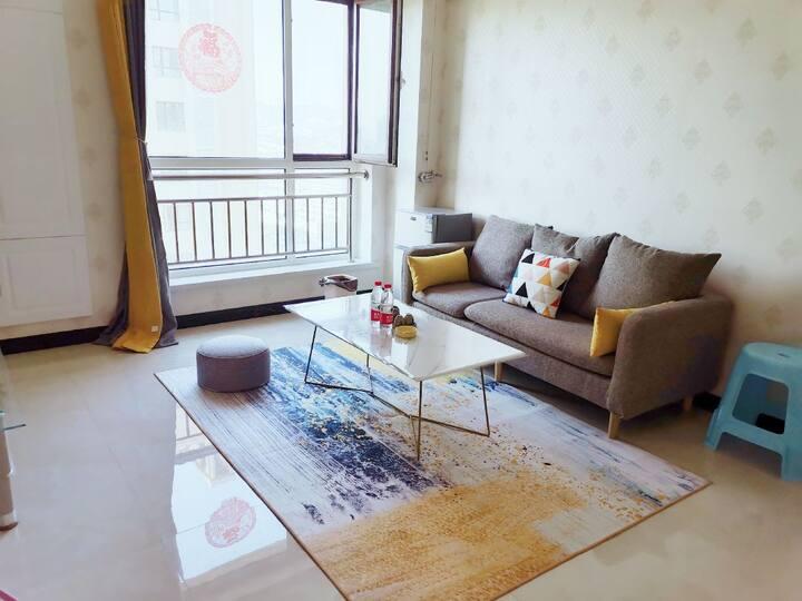 随遇homestay3自助入住阳光公寓,地下车库可停车。可做饭洗衣服