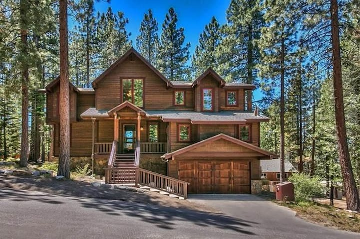3597 Mackedie Luxury Mountain Home (5 Bedroom House)
