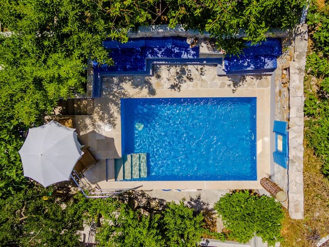 Blue Oasis -4-Bedroom Villa with Pool