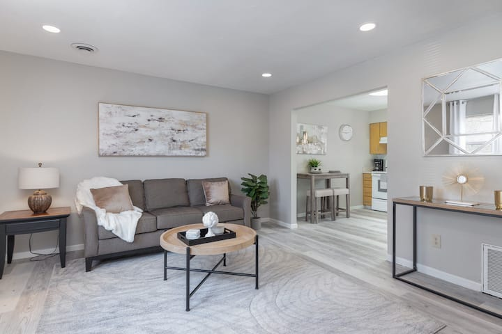 ✧ Stunning LUXE Remodeled 2BR/2BA Apt ✧