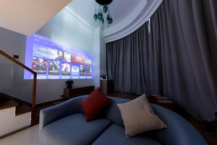 【柏纳】loft公寓海景影音大床房免费接送海景影音设备交通便利靠近码头东港商圈