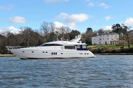 Luxury Princess Yacht - Swanwick Shore - Łódź