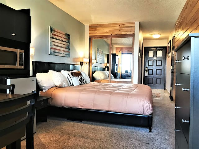 Cozy Resort Style King Suite~ Mountain Getaway! 15
