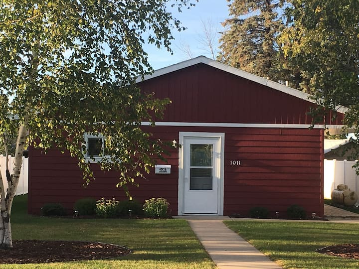 Ely UP NORTH Retreat/AC/No Steps/CLOSE TO TRAILS!