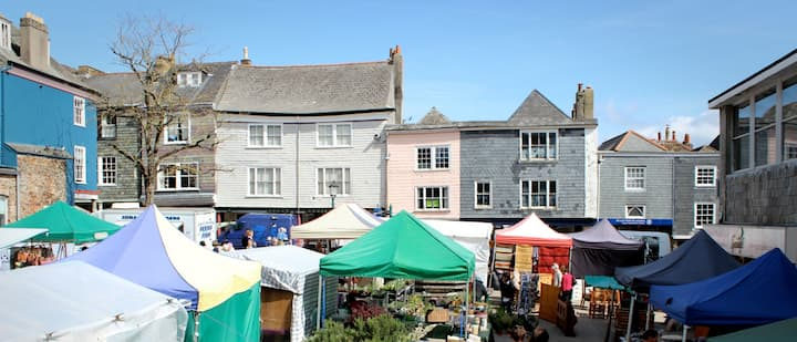 Market House - A Central Totnes Home with parking