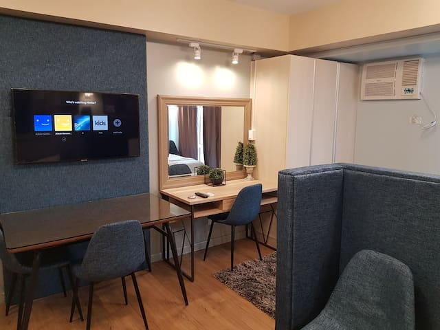 Abreeza Studio Type Condo with fast net & NETFLIX