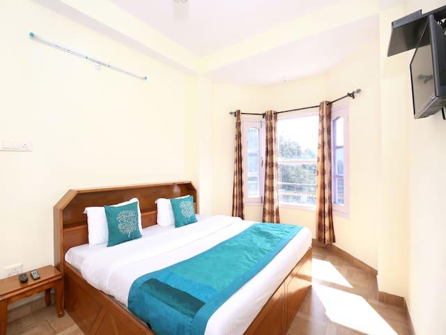 OYO- Aesthetic Valley View 1BHK Home, Shimla