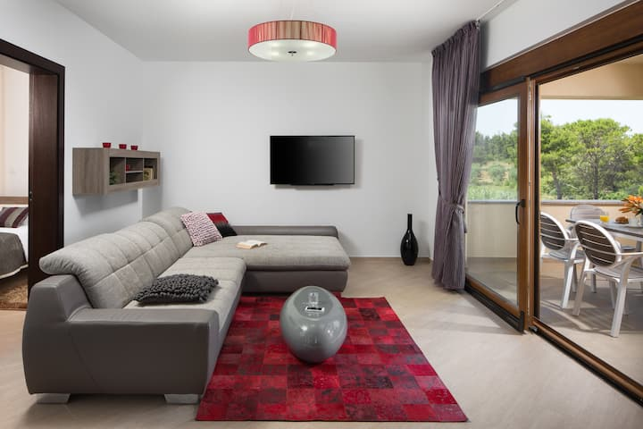 Two bedroom apartment with pool - mlb A2