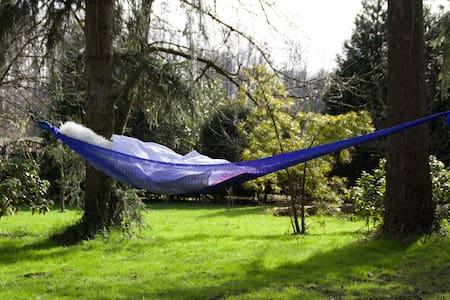 Exklusive kleine Villa im Park - Neuss - Naturhytte