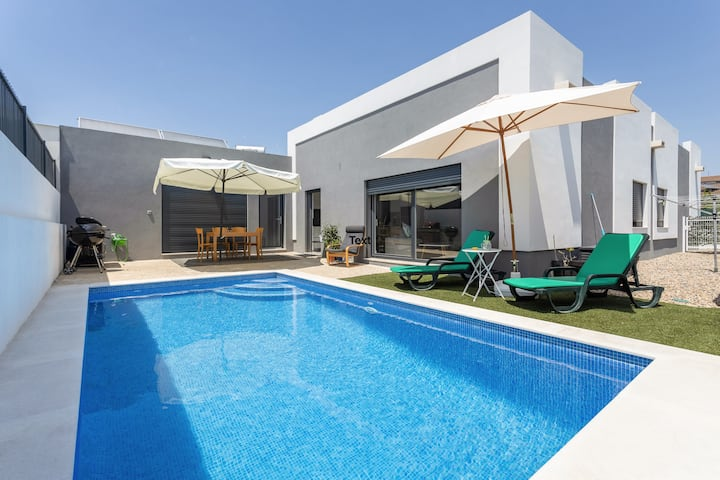 Modern house for 6 people with Private pool