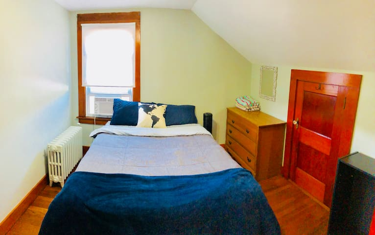 Comfy bedroom near the beach and downtown!