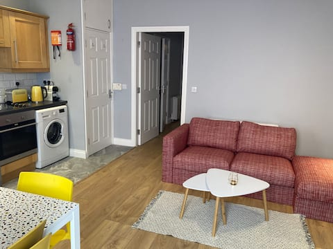 2 Bedroom Apartment - In the heart of Bantry town