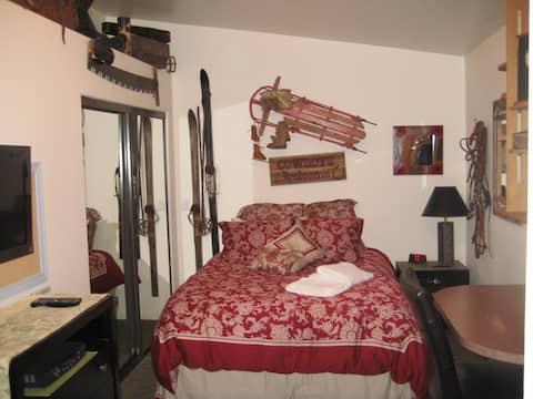 Latitude71 B and B Queen Room C