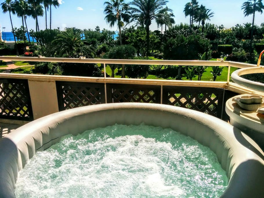 Jacuzzi on the terrace with seaview for 4 people