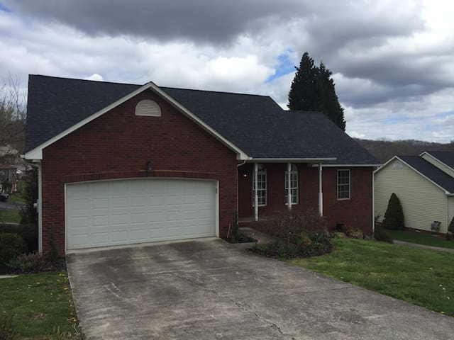Three bed home 25 min. from Bristol Motor Speedway - Kingsport - Maison