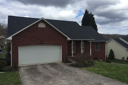 Three bed home 25 min. from Bristol Motor Speedway - Kingsport - 独立屋