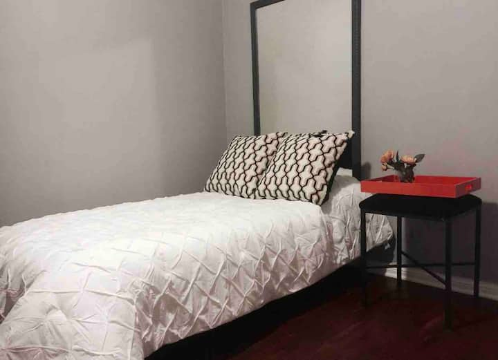 Room 10min away from downtown Los Angeles