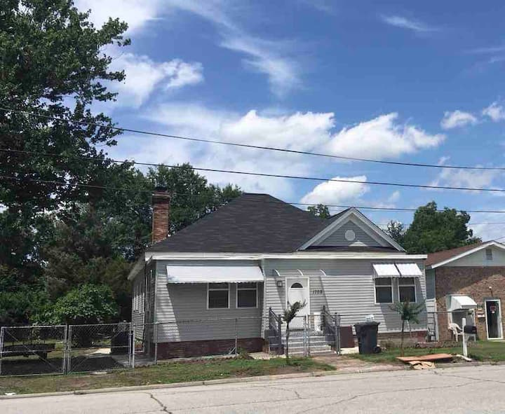 Private House Near Hospital & Downtown -5min drive