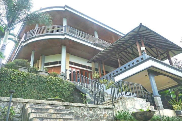 Bumi Kimbara 5 BR Villa