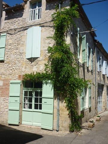 Maison  au centre du village