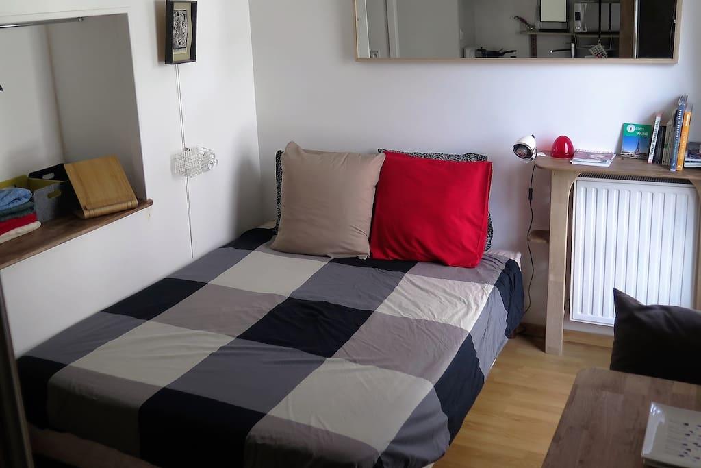 Grand lit confortable (160cm) connection wifi haut débit, TV sur tablette fournie!