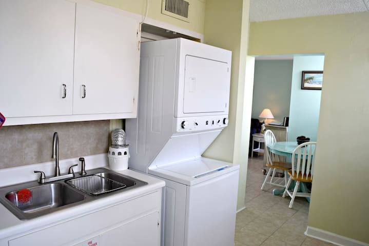 1 Bedroom 1 Bath - With sleeping accommodations for 4!