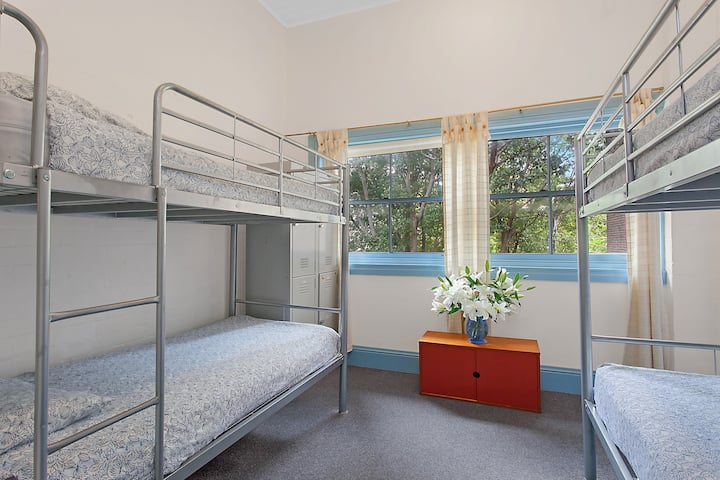 ROOM in Youth Hostel in Stylish Potts Point