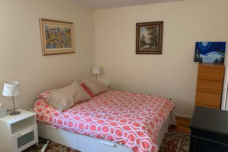 Private bedroom + laundry for busy professional