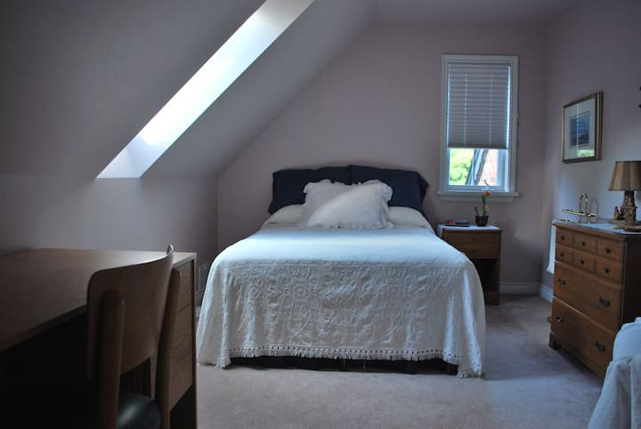 Country setting in the city - Double Bed room