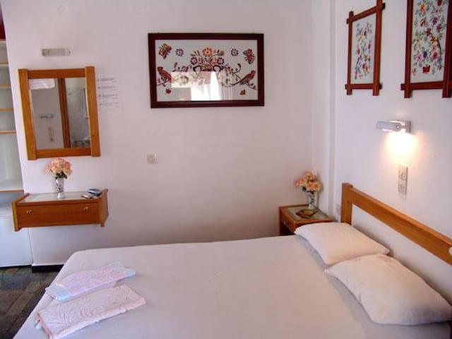 2.4) Spacious Double Room Close to Beach