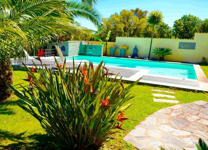 Chambre privée dans villa de luxe piscine plage