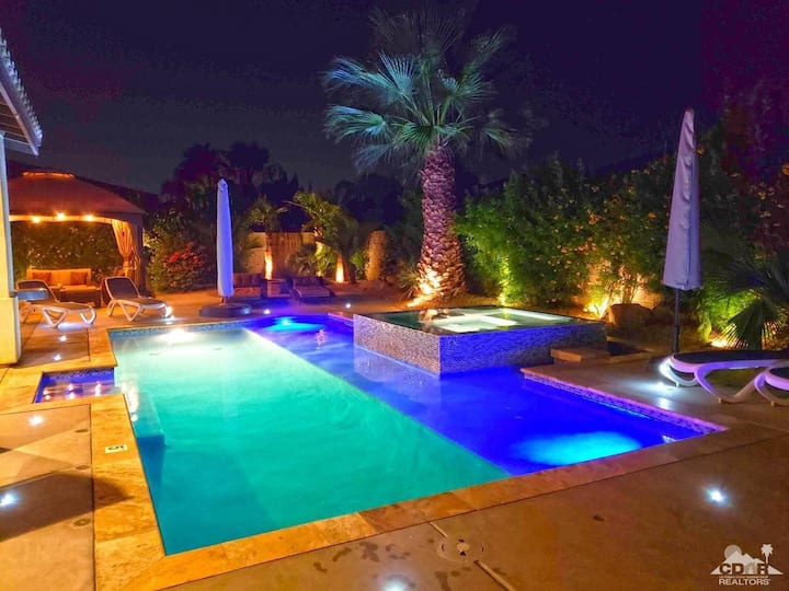 Desert Paradise- 6br, 3200sqft retreat