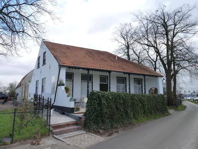 Historical building for 4 pers. - 's-Hertogenbosch - House