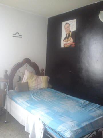 Habitación con todas las comodidades - Los Teques - Wohnung