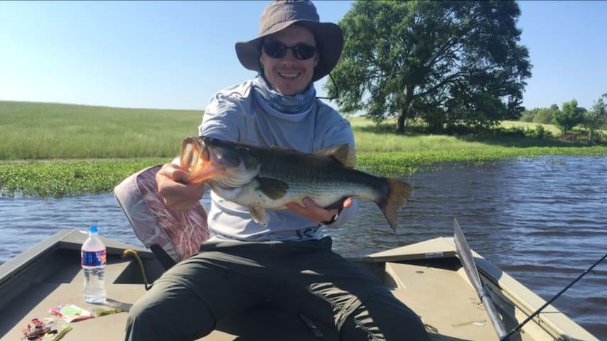 Fishing Texas private Bass lake, boat, cabin