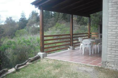 """Cabaña """"GUS"""" en medio de un hermoso parque serrano - La Granja - Nature lodge"""