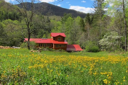 Cocoon in a 22-acre Sanctuary in the Smokies