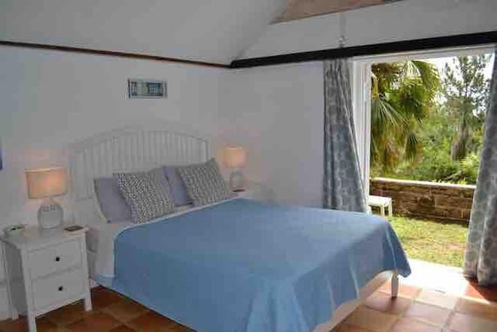 Beach cottage: 3 min. walk to beach