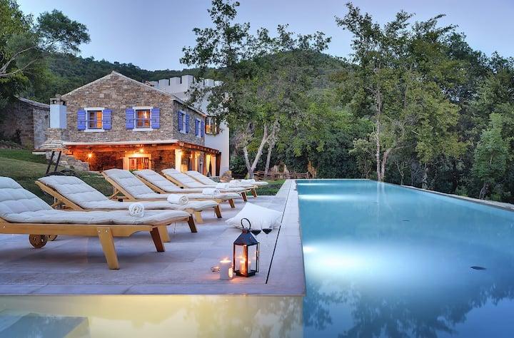Fantástica finca con piscina privada infinita de 100m²